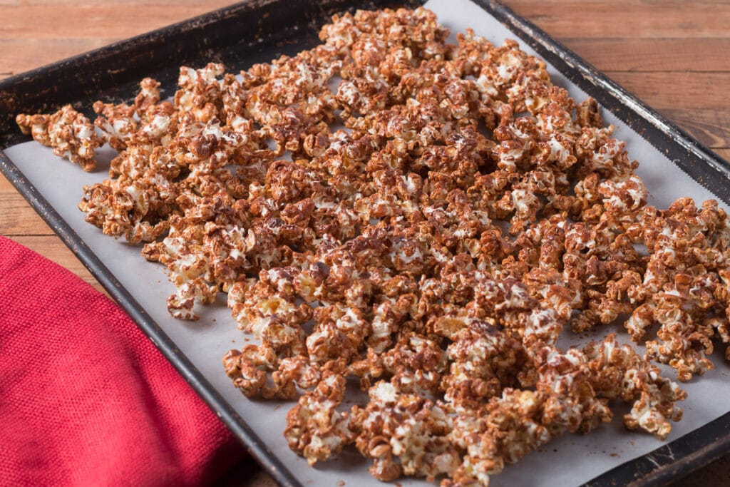 Bakingn sheet with gingerbread popcorn